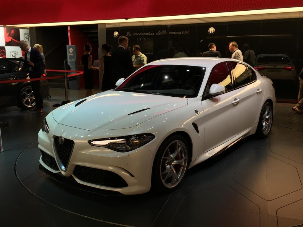 Image of a White Alfa Romeo Giulia